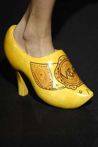 Who Wears Wooden Shoes